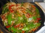 Gebratene Asia-Nudeln mit Gemüse