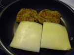 Quasi fertige Bratlinge mit Käse belegen